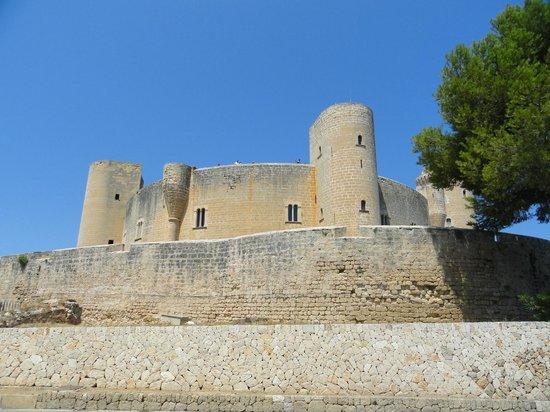 Castell de Bellver (Schloss Bellveder): Замок Бельвер снаружи