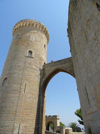 Castell de Bellver (Schloss Bellveder): Замок Бельвер, мосты между башнями