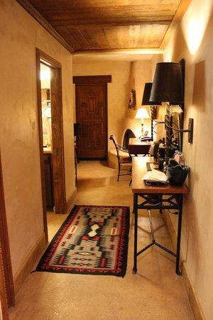 El Monte Sagrado: Our suite hallway