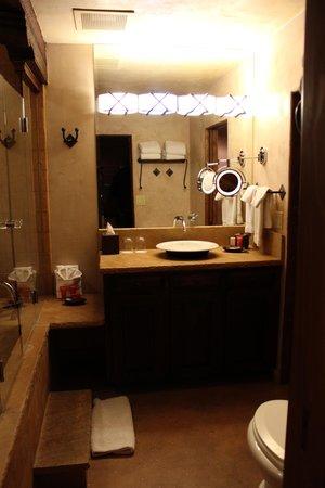 El Monte Sagrado: luxurious bathroom