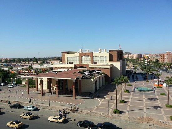 Red Hotel Marrakech: Widok na dworzec kolejowy