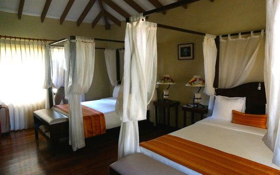 Manatus Hotel : the two large comfortable beds