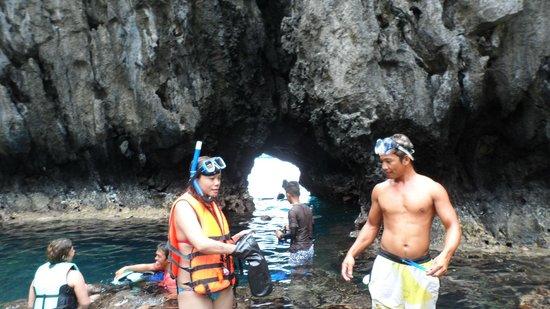 Secret Lagoon Beach: El Nido Secret Beach Cave access