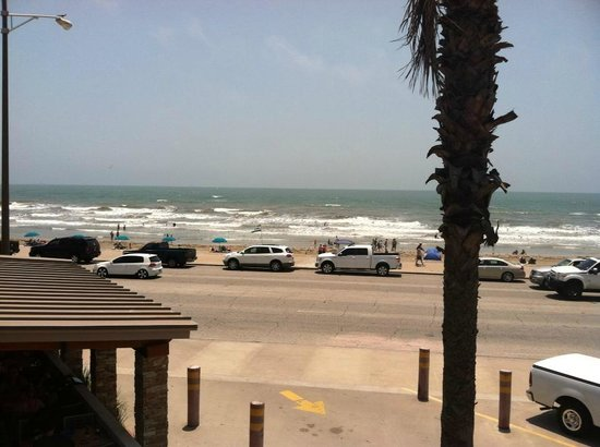 Gaido's Seaside Inn : View of the beach/seawall from the observation deck