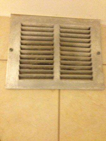 Hyatt Regency Savannah : HVAC vent over bathtub