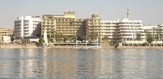 Steigenberger Nile Palace Luxor : A view of Steigenberger Nile Palace from the NIle