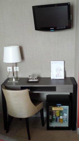 Hôtel Eiffel Kennedy : mobilier des chambres entièrement refait à neuf