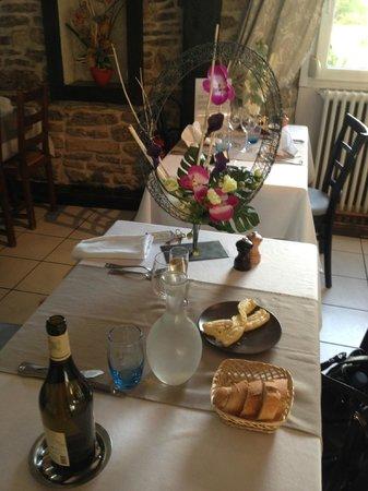 La Truite de la Loue : une des tables du restaurant