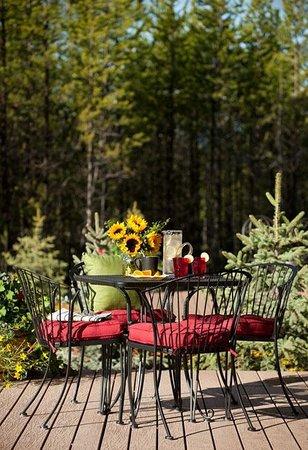 Cabin Creek Landing Bed & Breakfast: Summer Breakfast