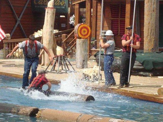Great Alaskan Lumberjack Show : competindo