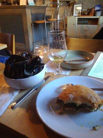 Blackfriars Restaurant: Musles, steak burger with IPA