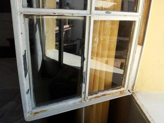 El Minzah Hotel: Mal estado de conservación y pésimo aislamiento