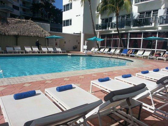 Courtyard Cadillac Miami Beach/Oceanfront: Piscina 1