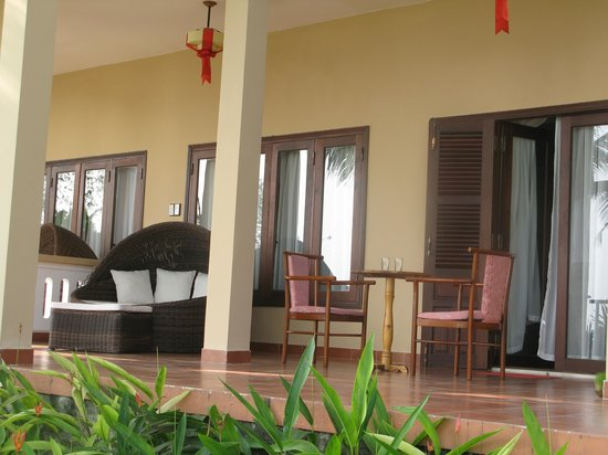 Vinh Hung Riverside Resort: The lovely private terrace we ended up with.
