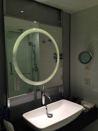 Doubletree by Hilton Beijing: Sink & Glass Mirror