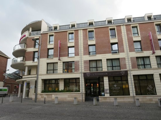 Mercure Amiens Cathedrale: Side view of hotel