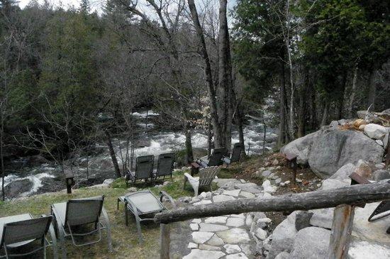 Auberge & Spa Beaux Reves : La rivière
