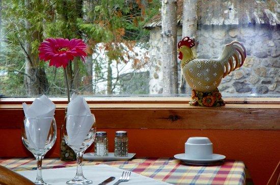 Auberge & Spa Beaux Reves : Très jolie arrangement pour les tables