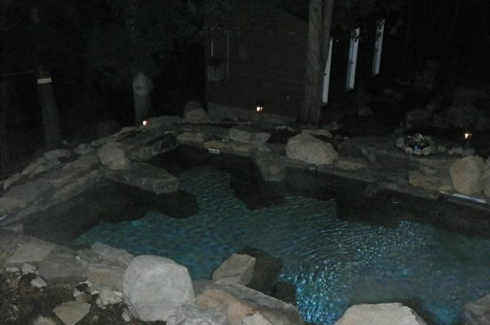 Auberge & Spa Beaux Reves : Vue du bassin d'eau chaude de ma chambre