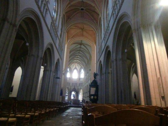 Cathedrale St-Corentin: Cathédrale Saint Corentin : nef et choeur pas alignés