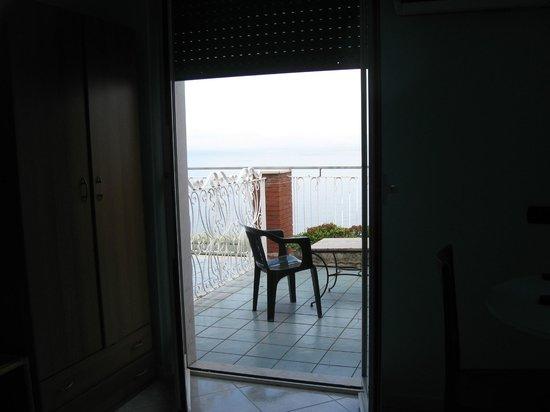 Hotel Klein Wien : vista dall'interno della camera: il mare!