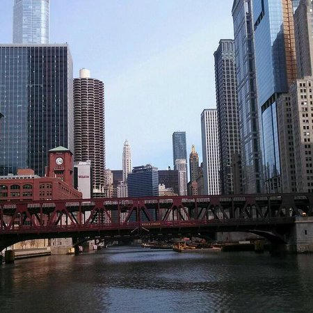 Chicago's First Lady Cruises: CAF Tour, Wells Street Bridge