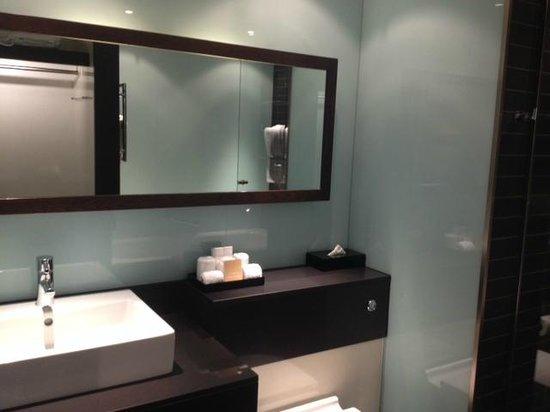 Radisson Blu Edwardian New Providence Wharf Hotel: Bathroom