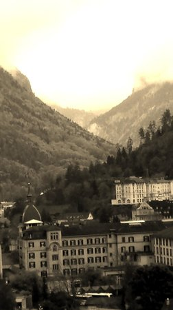 Interlaken Walking Tours: View into the Valley