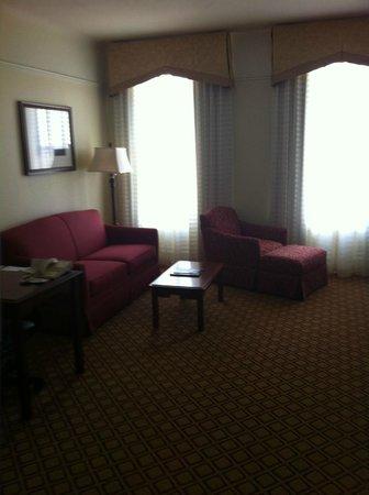Residence Inn Cleveland Downtown: Living/kitchen desk area