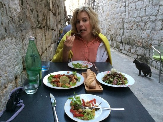 Azur Dubrovnik : Thai beef salad, shrimp with cashew nuts salad. Delicious!