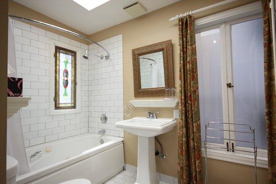إقامة وإفطار بفندق إنجليش باي إن: Room 5 - Upper Level, Ensuite with Jacuzzi Tub