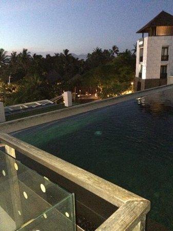 Pullman Bali Legian Beach : pool on sunset