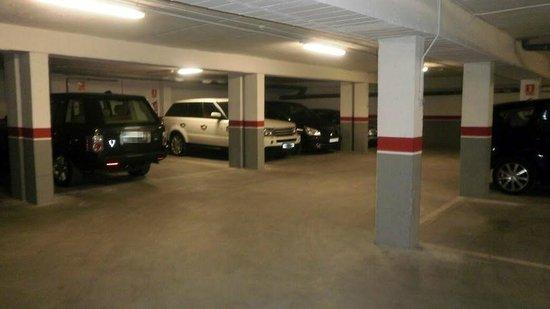 Hotel Reina Isabel: Parking