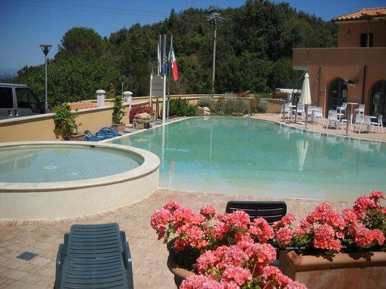 Residence La Pergola : piscina