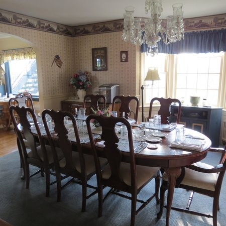 The Doubleday Inn: Dinig room