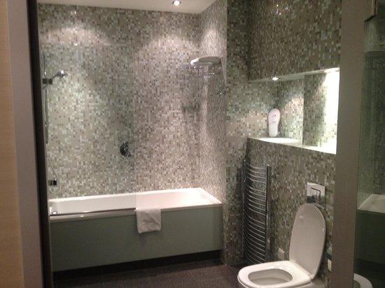 City Park Hotel & Residence: Bath