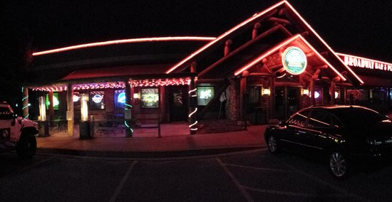 Broadway Bar and Pizza: panorama of front.