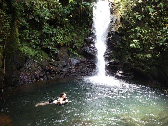 Albergue el Socorro: Baden am Wasserfall