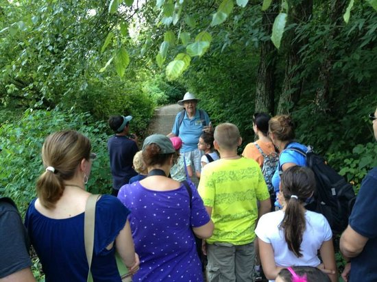 Chattahoochee Nature Center : Guided trail hike