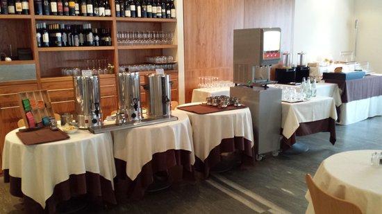 LakeFront Hotel Mirage: succhi  latte  caffe' e the .ottimo  self service