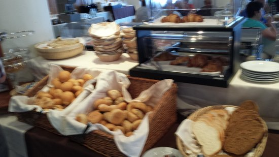 LakeFront Hotel Mirage: tutti i tipi di pane fette biscottate  marmellate nutella ecc ecc