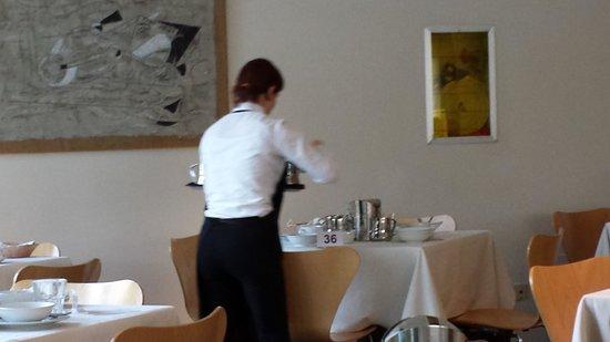 LakeFront Hotel Mirage: operatori di sala efficentissimi