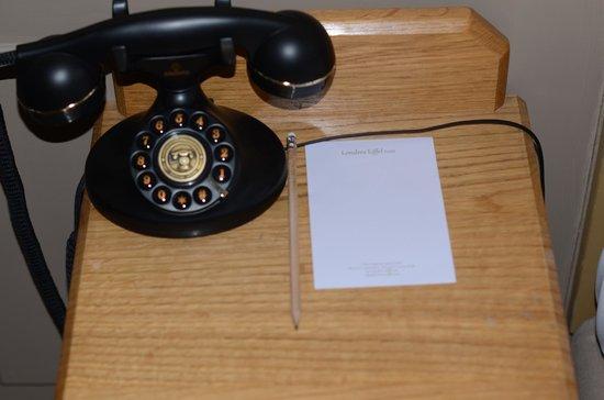 Hotel de Londres Eiffel: Telephone