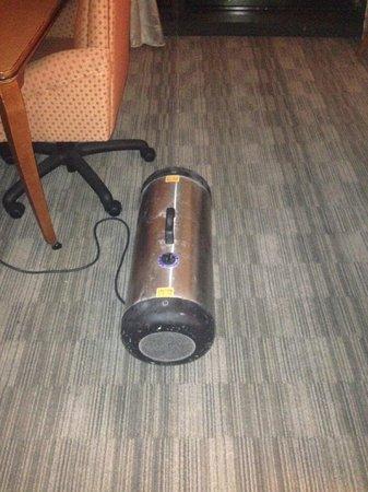 Detroit Marriott at the Renaissance Center : strange machine found at 3 am.