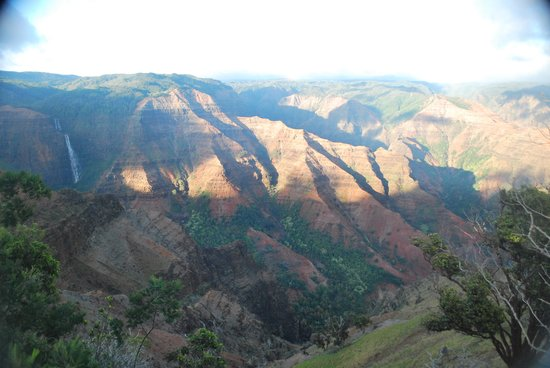Kauai Backcountry Adventures : Eic molesting his tube