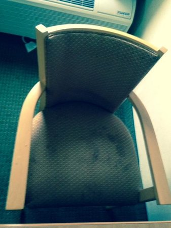 College Park Hotel & Suites near Univ. of Maryland: Dirty chair