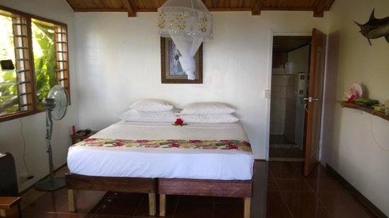 Makaira Resort : Our bedroom with bathroom.