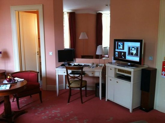 Aria Hotel Prague by Library Hotel Collection: Desk and entertainment centre, Room 408