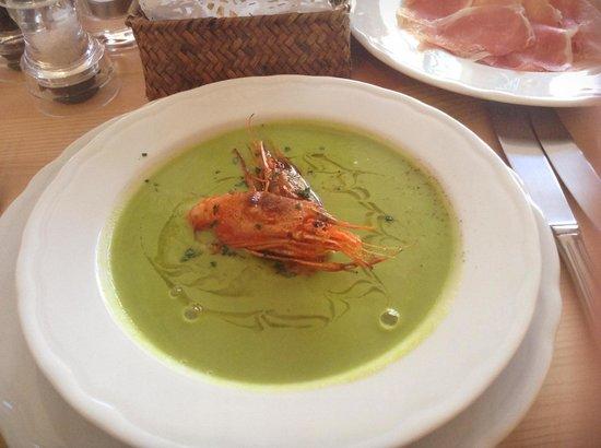Pentolina: peas king prawn soup