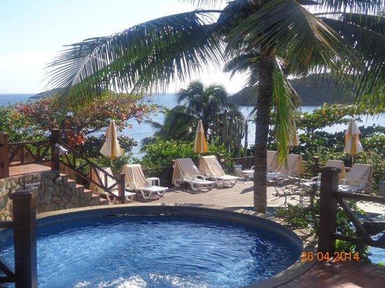 La Boheme Hotel e Apart Hotel : Area de piscina con vista al mar